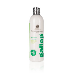 Liečivý šampón Gallop, Gallop Medicated Shampoo, Carr&Day&Martin, šampón pre kone, šampón pre kone na bežné použitie, šampón pre kone na letnú vyrážku, šampón pre kone na alergiu na hmyz, šampón na kožné problémy koní, šampón pre kone na citlivú pokožku, šampón pre kone na svrbiacu pokožku, šampón pre kone na suchú pokožku, šampón pre kone na upokojenie pokožky, úprava srsti koní, úprava hrivy, úprava chvosta koní