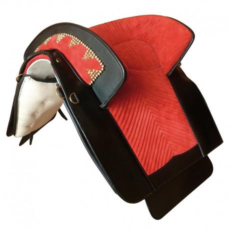 Marjoman, portugalské sedlo, sedlo, detailne prepracované sedlo, detailne prepracované portugalské sedlo, sedlo pre PRE, sedlo pre andalúzske kone, sedlo pre barokové kone, sedlo pre frízske kone