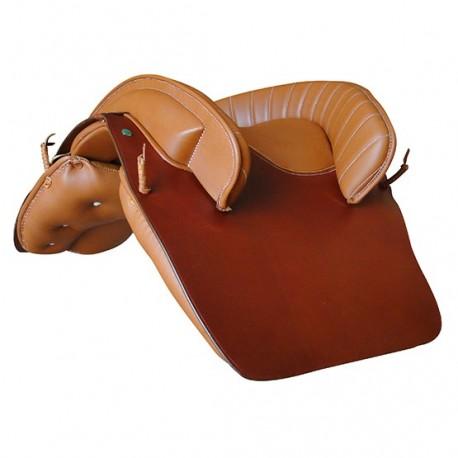 Marjoman, portugalské sedlo, sedlo, detailne prepracované sedlo, detailne prepracované portugalské sedlo, sedlo s barokovým nádychom, portugalské sedlo s barokovým nádychom, sedlo pre PRE, sedlo pre andalúzske kone, sedlo pre barokové kone, sedlo pre frízske kone