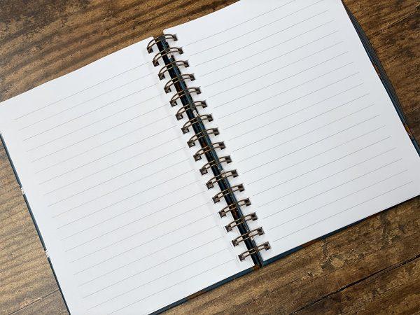 zápisník, zápisník, zápisník so vzorom psa, zápisník so vzorom psov, zápisník s motívom psa, zápisník s motívom psov, zápisník s ilustárciou psa, zápisník so vzorom MUDDY PAWS, zápisník s motívom MUDDY PAWS, zápisník so psím motívom, zápisník so psím vzorom, emily cole