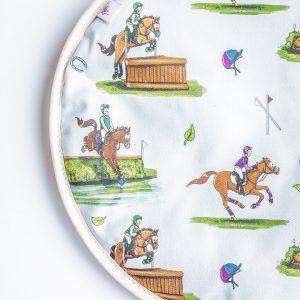 Kryt, kone, kôň, pes, psy, kryt s konským vzorom, kryt so vzorom psa