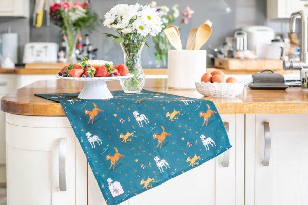 kuchynská utierka, kuchynská utierka so vzorom psa, kuchynská utierka so vzorom psov, kuchynská utierka s motívom psa, kuchynská utierka s motívom psov, kuchynská utierka so vzorom muddy paws, kuchynská utierka s motívom muddy paws