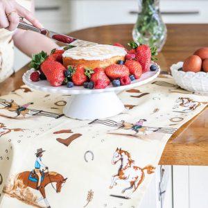 kuchynská utierka, kuchynská utierka so vzorom koňa, kuchynská utierka so vzorom koní, kuchynská utierka s motívom koňa, kuchynská utierka s motívom koní, kuchynská utierka so vzorom western, kuchynská utierka s motívom western, kuchynská utierka s westernovým vzorom, kuchynská utierka s westernovým motívom