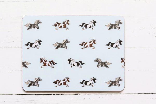 prestieranie, prestieranie so vzorom koňa, prestieranie so vzorom koní, prestieranie s motívom koňa, prestieranie s motívom koní, prestieranie so vzorom PONY, prestieranie s motívom PONY, prestieranie s pony vzorom, prestieranie s pony motívom