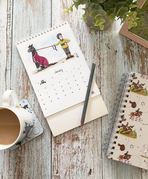 kalendár, kone, kôň, kalendár s konským vzorom, kalendár s konským motívom, kalendár s ilustráciami koní, kalendár s vtipnými ilustráciami koní, kalendár od emily cole, emily cole