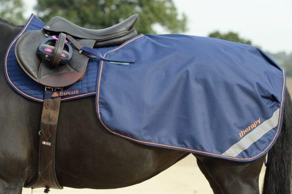 Terapeutická Bucas Therapy Quarter sheet na jazdenie, bucas, terapeutická deka pre kone na jazdenie, recupex, recupex terapeutická deka na jazdenie, terapeutická deka s hodvábnou podšívkou na jazdenie
