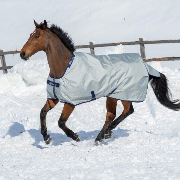 Power Turnout, bucas, výbehová deka pre kone, vodeodolná výbehová deka pre kone, waterproof & breathable rug fo horses, výbehová deka pre kone do dažďa, priedušná výbehová deka pre kone, výbehová deka s hodvábnou podšívkou pre kone, silk-feel rug, magnetic Snap-lock, kvalitná výbehová deka pre kone, pohodlná výbehová deka pre kone, antibakteriálna výbehová deka pre kone, teplu odolná výbehová deka pre kone, pevná výbehová deka pre kone