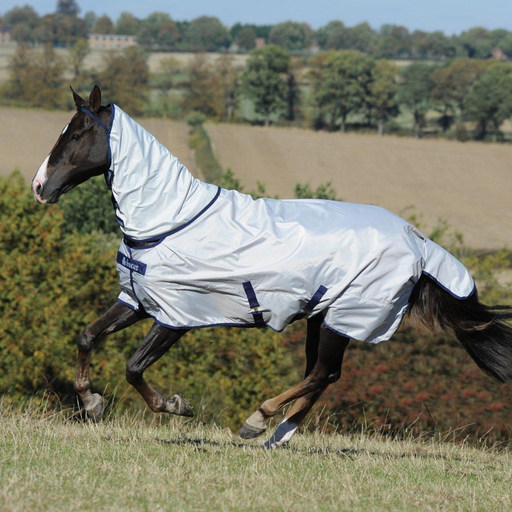 Sun Shower Turnout, bucas, výbehová deka pre kone, vodeodolná výbehová deka pre kone, waterproof & breathable rug, výbehová deka pre kone do dažďa, priedušná výbehová deka pre kone, výbehová deka s hodvábnou podšívkou pre kone, silk-feel rug, magnetic Snap-lock, kvalitná výbehová deka pre kone, pohodlná výbehová deka pre kone