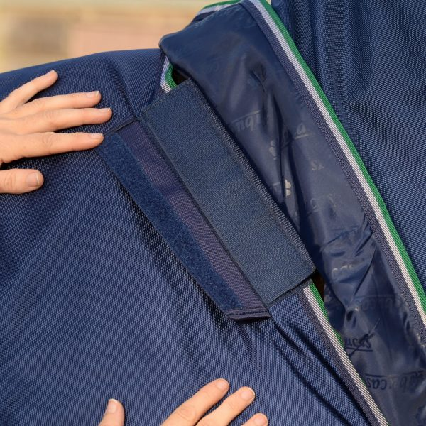 Smartex Turnout, bucas, výbehová deka pre kone, vodeodolná výbehová deka pre kone, waterproof & breathable rug for horses, výbehová deka pre kone do dažďa, deka pre kone do dažďa priedušná výbehová deka pre kone, výbehová deka s hodvábnou podšívkou pre kone, silk-feel rug, magnetic Snap-lock, kvalitná výbehová deka pre kone, pohodlná výbehová deka pre kone, univerzálna výbehová deka pre kone