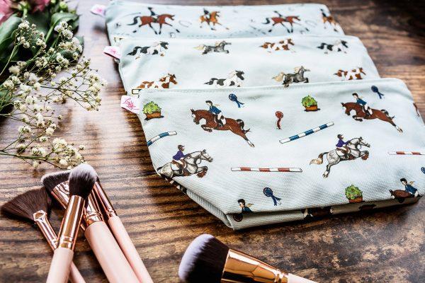 taštička so vzorom koňa