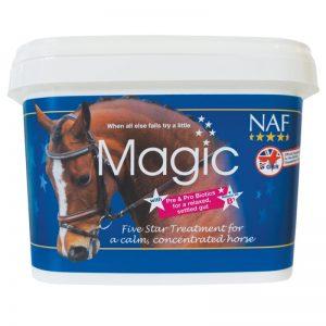 NAF, Upokojujúci Magic powder, kôň, kone, stres koní, nervová sústava koní, upokojenie koní, stres koňa, upokojenie koňa, rýchle upokojenie koňa, výživové doplnky pre kone, výživový doplnok pre kone, výživový doplněk pro kone